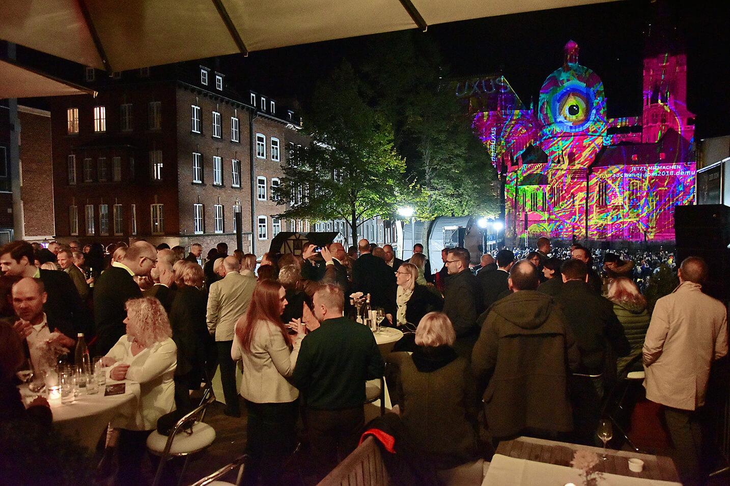 S-UBG PIN 40 Jahre Weltkulturerbe Aachen's Dom leuchtet
